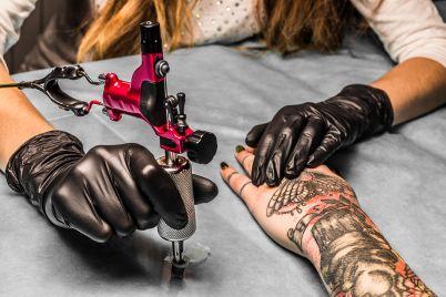 tattoo_artist_1050x700.jpg